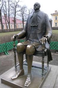 Памятник Царю-Имератору Петру Первому, больному и лысему.